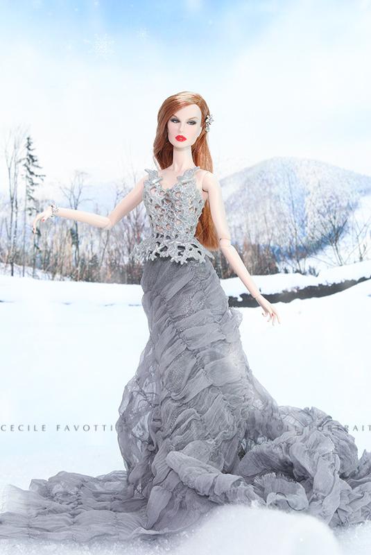 Luchia en bustier Barbie de Noël, jupe Barbie argrémentée d'une mousseline.